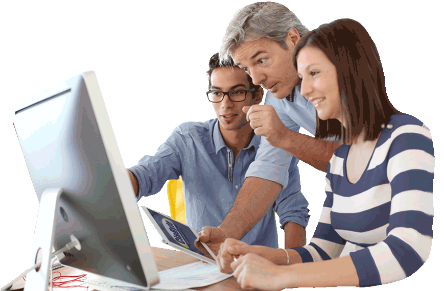 Alunos fazendo o Curso de Computação Online